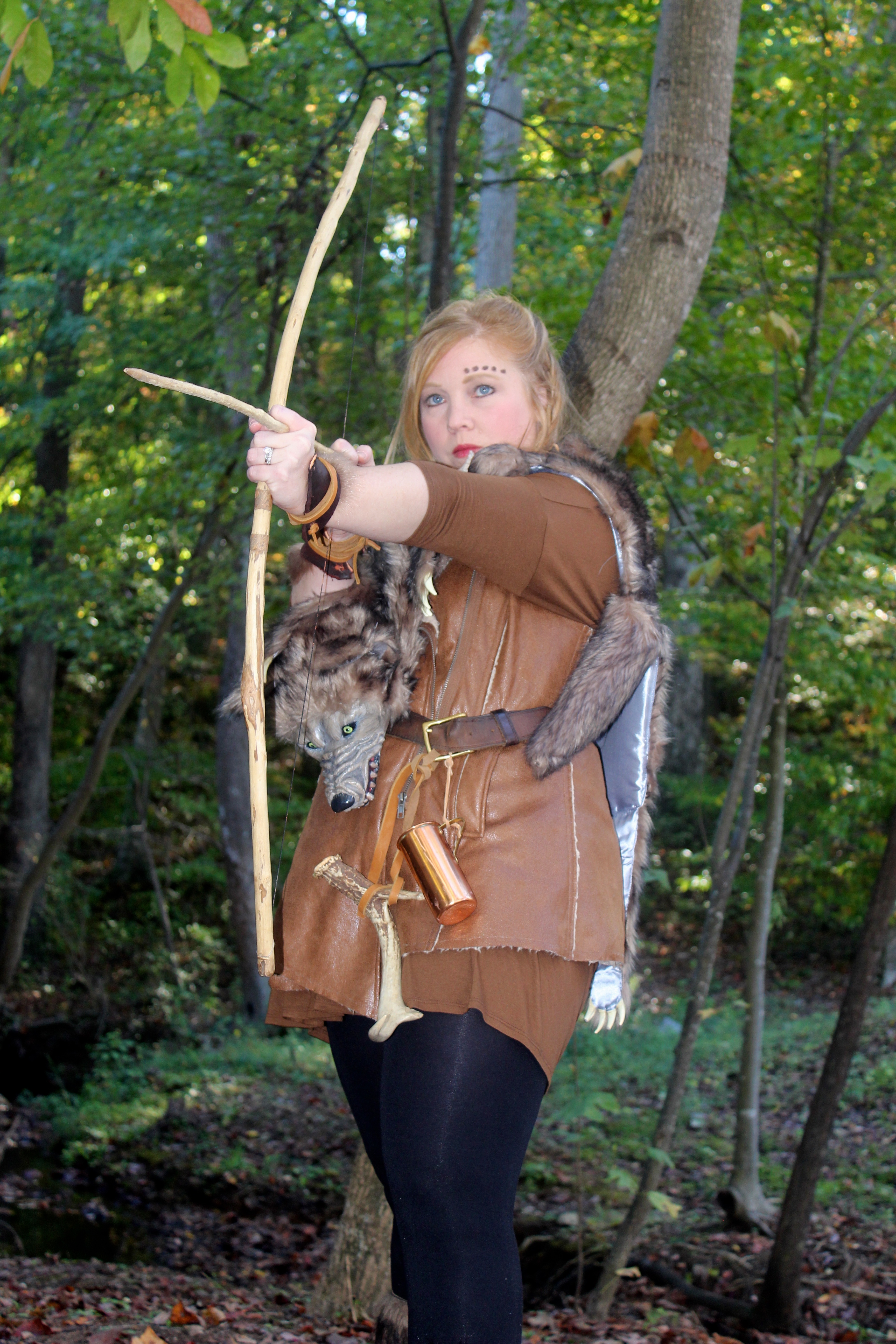 ... Leslie Looked Awesome In Her Game Of Thrones Costume Complete With Fake  Wolf And Bow And